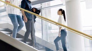 Đi thang bộ - cách để có vòng eo thon gọn