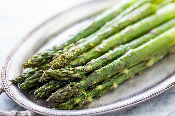 Một trong các loại rau quả giúp giảm mỡ bụng tốt và ngon miệng chính là măng tây