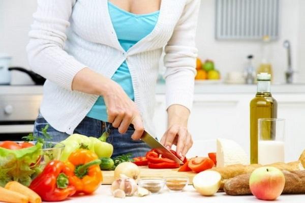 Một chế độ ăn uống lành mạnh là 1 điều chắc chắn phải thực hiện nếu muốn giảm mỡ bụng sau sinh mổ hay sinh thường