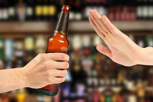 Rượu bia cũng nên được loại bỏ trong thực đơn giảm mỡ bụng 1 năm của bạn