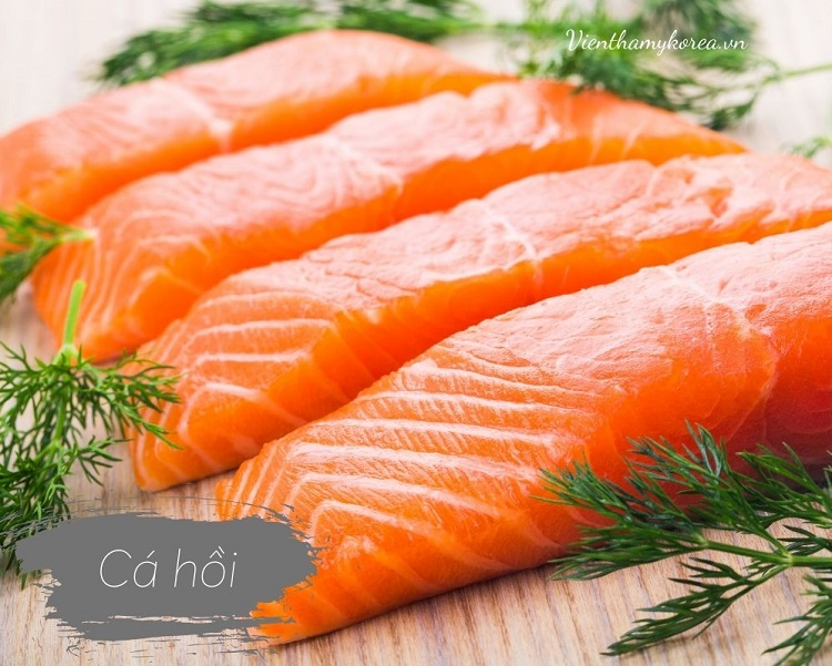 Các loại cá béo như cá hồi cực kỳ tốt cho sức khỏe và rất dễ khiến bạn no trong nhiều giờ với lượng calo tương đối ít.