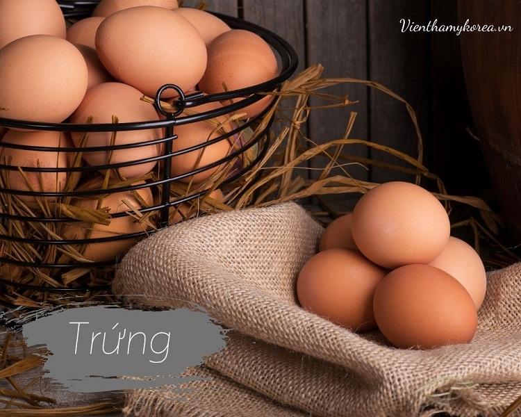 trứng là một trong những thực phẩm tốt nhất nên ăn nếu bạn cần giảm cân. Chúng chứa nhiều protein và chất béo, có thể giúp bạn cảm thấy no nhanh.