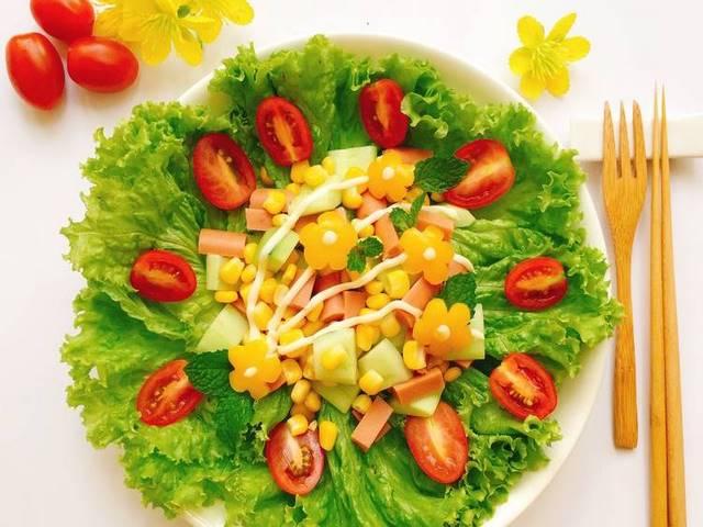 Bổ sung salad vào thực đơn hỗ trợ cải thiện vóc dáng cực lành mạnh