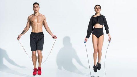 Nhảy dậy buộc toàn bộ cơ thể phải vận động một cách nhịp nhàng lên xuống, giúp đốt mỡ cao