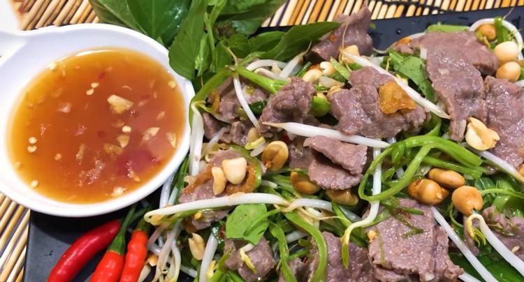 Chế biến món nộm rau muống thịt bò giảm béo