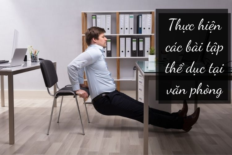 Thực hiện một số động tác nhẹ nhàng tại văn phòng cũng là cách giúp bạn giảm cân tốt, thư giãn gân cốt