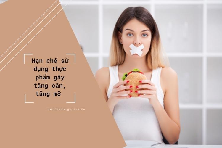 Các thực phẩm gây tăng cân không chỉ khiến cơ thể bạn to ra mà cả khuôn mặt cũng vậy