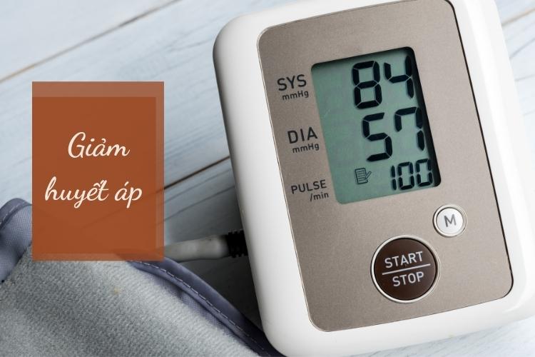 Ngoài ra ăn chay cũng giảm huyết áp vớ những người huyết áp cao