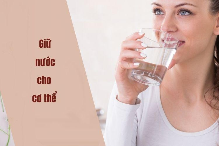 Bổ sung đủ nước nhằm thúc đẩy quá trình trao đổi chất và hạn chế cơn thèm ăn