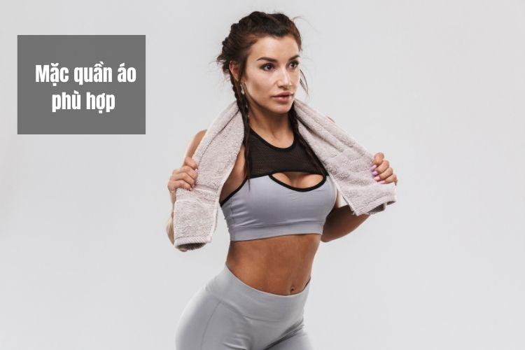 Lựa chọn bộ quần áo phù hợp sẽ giúp bạn che đi khuyết điểm của cơ thể
