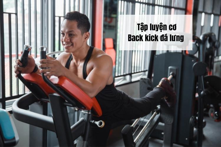Back kick là một bài tập hiệu quả để rèn luyện cơ mông và gân kheo